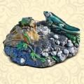 Декоративная крышка люка Игуана на бревне